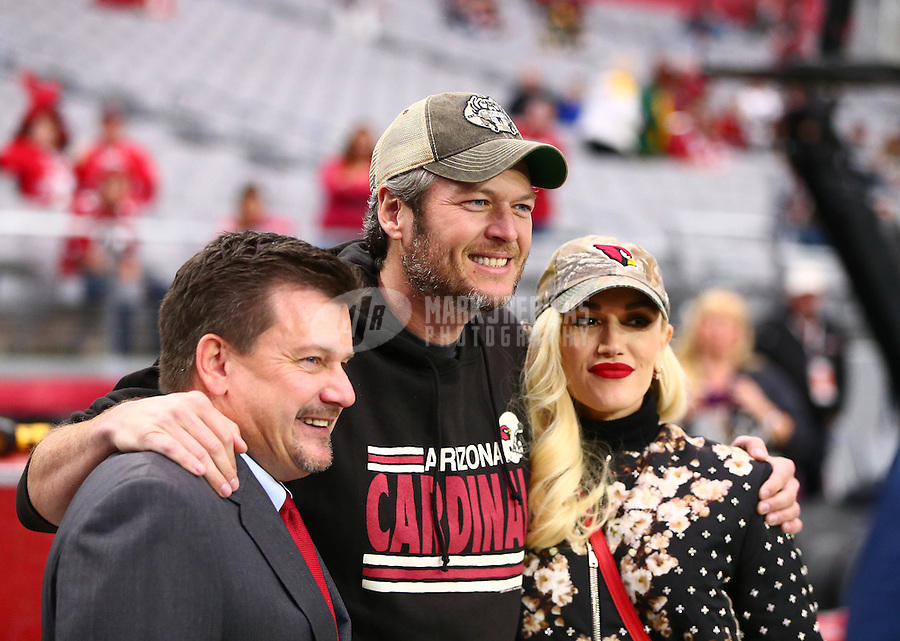 Dec 27, 2015; Glendale, AZ, USA; Recording artist Gwen Stefani (right) and country singer boyfriend Blake Shelton (center) pose for a photo with Arizona Cardinals president Michael Bidwill on the sideline prior to the game against the Green Bay Packers at University of Phoenix Stadium. Mandatory Credit: Mark J. Rebilas-USA TODAY Sports