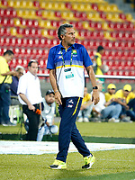 BUCARAMANGA - COLOMBIA - 04 - 03 - 2018: Diego Cagna,  técnico de Atletico Bucaramanga, durante partido entre Atletico Bucaramanga y el Independiente Santa Fe, de la fecha 6 por la Liga Aguila I 2018, jugado en el estadio Alfonso Lopez de la ciudad de Bucaramanga. / Diego Cagna, coach of Atletico Bucaramanga, during a match between Atletico Bucaramanga and Independiente Santa Fe, for the 6th date for the Liga Aguila I 2018 at the Alfonso Lopez Stadium in Bucaramanga city Photo: VizzorImage / Oscar Martinez / Cont.
