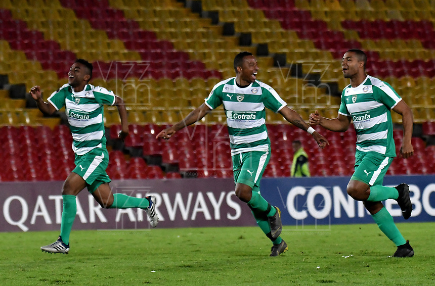 BOGOTÁ - COLOMBIA, 16-04-2019: Los jugadores de La Equidad (COL), corren a celebran la clasificación a la siguiente fase luego de vencer a Independiente F.B.C. (PAR), en disparos desde el punto penal, durante partido de la primera etapa entre La Equidad (COL) y el Independiente F.B.C. (PAR), por la Copa Conmebol Sudamericana 2019 en el estadio Nemesio Camacho El Campin, de la ciudad de Bogotá. / The players of La Equidad (COL), run to celebrate the classification to the next phase after beating Independiente F.B.C. (PAR), in shots from the penalty spot,during a match between La Equidad (COL) and Independiente F.B.C. (PAR), as part of the first stage for the Conmebol Sudamericana Cup 2019 in the Nemesio Camacho El Campin stadium in Bogota city. Photo: VizzorImage / Alejandro Rosales / Cont.