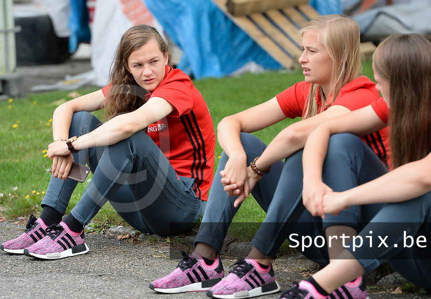 20170725 - TILBURG , NETHERLANDS :  Belgian Elke Van Gorp and Julie Biesmans pictured going back to Belgium as the Belgian national women's soccer team Red Flames was not able to qualify for the quarter finals after a loss against The Netherlands , on Tuesday 25 July 2017 in Tilburg . The Red Flames finished on 3 th place in Group A at the Women's European Championship 2017 in the Netherlands. PHOTO SPORTPIX.BE | DAVID CATRY