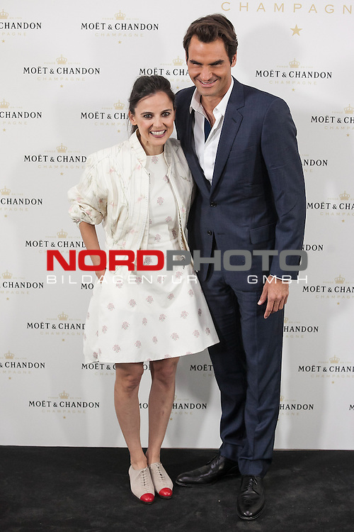 Swiss tennis player Roger Federer and actress Elena Anaya pose during Moet & Chandon event in Madrid, Spain. May 05, 2015. Foto © nph / Victor Blanco)