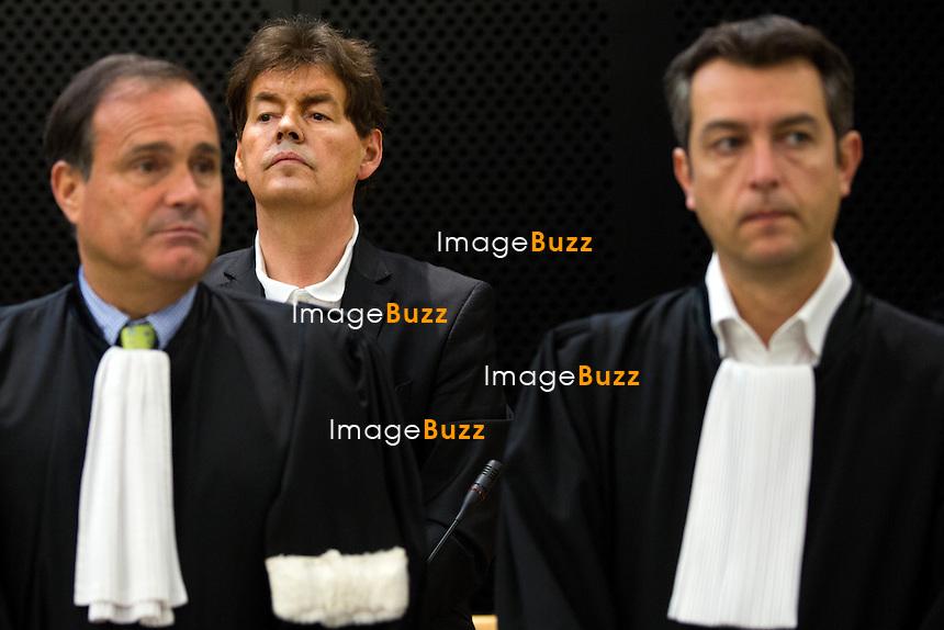 les avocats de Bernard Wesphael, Jean-Philippe Mayence &amp; Tom Bauwens, lors du 6e jour du proc&egrave;s d'assises. L'ex d&eacute;put&eacute; belge Bernard Wesphael au palais de justice de Mons, soup&ccedil;onn&eacute; d'avoir assassin&eacute; sa femme, V&eacute;ronique Pirotton, dans un h&ocirc;tel d'Ostende, le 31 octobre 2013.<br /> Belgique, Mons, 27 septembre 2016.<br /> Trial of ex Belgian deputy Bernard Wesphael -<br /> Lawyer Jean-Philippe Mayence &amp; lawyer Tom Bauwens, defending Wesphael during the sixth day trial at the Assize Court of Hainaut province, for the murder of his wife Veronique Pirotton, in an hotel in Ostende on 31 October 2013.<br /> Belgium, Mons, 27 September 2016
