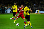 10.11.2018, Signal Iduna Park, Dortmund, GER, 1.FBL, Borussia Dortmund vs FC Bayern M&uuml;nchen, DFL REGULATIONS PROHIBIT ANY USE OF PHOTOGRAPHS AS IMAGE SEQUENCES AND/OR QUASI-VIDEO<br /> <br /> im Bild | picture shows:<br /> Thomas Mueller (Bayern #25)  im Duell mit Mahmoud Dahoud (Borussia Dortmund #19), <br /> <br /> Foto &copy; nordphoto / Rauch