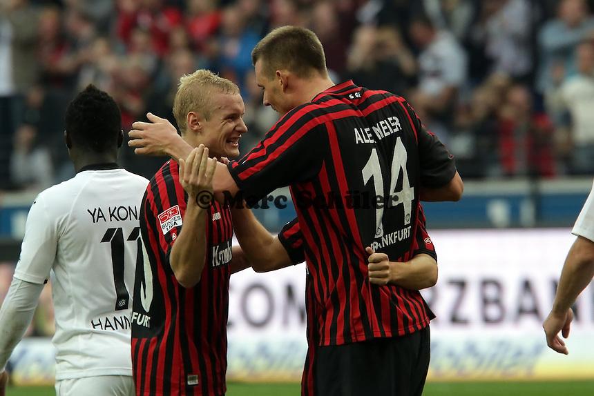 Alex Meier (Eintracht) freut sich ueber sein Tor zum 3:1 mit Sebastian Rode