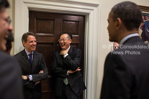 United States President Barack Obama talks with U.S. Secretary of the Treasury Timothy Geithner, Dr. Jim Yong Kim, and senior advisors in the Outer Oval Office prior to announcing Dr. Kim as his nominee to head the World Bank, March 23, 2012. .Mandatory Credit: Pete Souza - White House via CNP