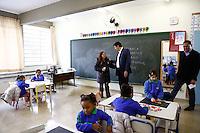 SAO PAULO, SP, 25 DE JULHO DE 2013. VISITA PREFEITO HADDAD A ESCOLAS MUNICIPAIS. O prefeito Fernando Haddad durante visita as escolas municipais de educação infantil, CEI e EMEI no bairro do Butantã, na zona oeste de São Paulo. ADRIANA SPACA/BRAZIL PHOTO PRESS