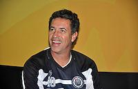 SAO PAULO, SP, 12 DE JULHO 2012 –  O ex jogador Careca na abertura do Brazil Sports Show na Bienal do Ibirapuera. O evento, que ja esta em sua segunda edicao, conta com mais de onze feiras tematicas em mais de vinte mil metros quadrados de espaco. E a maior feira da categoria no pais e atrai gente de todo o Brasil para prestigiar os workshops, e aproveitar. Somente hoje, a entrada e gratuita, ate o dia 15, paga-se 20,00 para o acesso. (FOTO: THAIS RIBEIRO / BRAZIL PHOTO PRESS).