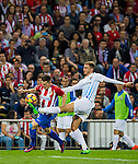 Kevin Gameiro (l) of Club Atletico de Madrid competes for the ball with Mikel Villanueva of Malaga CF during their La Liga match between Club Atletico de Madrid and Malaga CF at the Estadio Vicente Calderón on 29 October 2016 in Madrid, Spain. Photo by Diego Gonzalez Souto / Power Sport Images