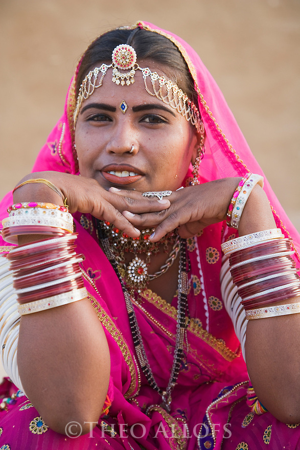 Rajasthani Dancer in traditional saree in Thar Desert, Thar Desert, Rajasthan, India --- Model Released