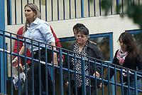 SAO PAULO, SP, 16.08.2014 - O prefeito de Recife Geraldo Julio, deputado federal Julio Delagao, Regina da Silva mãe do fotografo,  chegam ao IML de São Paulo ao lado do perido do IML de Peranando, também chegou o Governador de São Paulo Geraldo AlckImin,  acidente de avião onde se encontrava o candidato Eduardo Campos e mais seis vitimas, estiveram na manhã deste sabado no IML (Foto: Amauri Nehn / Brazil Photo Press).