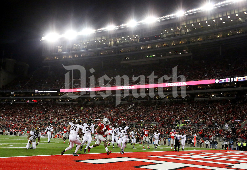 This touchdown by Ohio State Buckeyes wide receiver Michael Thomas (3) was nullified due to a penalty during an NCAA football game between the Ohio State Buckeyes and the Minnesota Golden Gophers at Ohio Stadium on Saturday, November 7, 2015. (Columbus Dispatch photo by Fred Squillante)