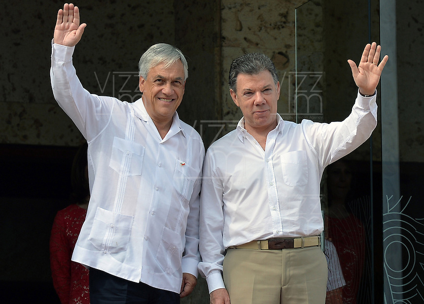 CARTAGENA - COLOMBIA, 10-02-2014  Sebastian Piñera (Izq), presidente de Chile y Juan Manuel Santos (Der) presidente de Colombia saludan durante  la VIII Cumbre de la Alianza del Pacífico, que se desarrolla en el Centro de Convenciones de Cartagena./ Sebastian Piñera (L) president of Chile and Juan Manuel Santos (R) president of Colombia greet during the VIII Summit Alianza del Pacifico at convention center in Cartagena, Colombia. Photo: VizzorImage /  Javier Casella - SIG / HANDOUT PICTURE; MANDATORY EDITORIAL USE ONLY/