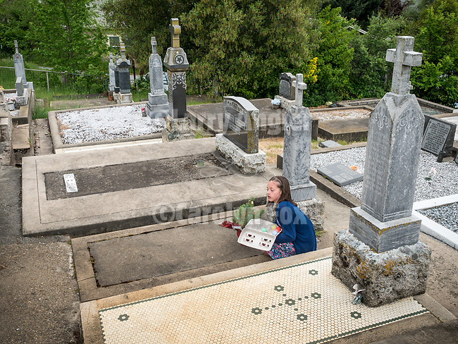 Memorial Monday/Побусани Понедељак<br /> <br /> Visiting the cemeteries to clean-up and greeting those who are buried there with Pascal (Easter) eggs and wishing them the joyous call, Christ is Risen!/Христос васкрсе!