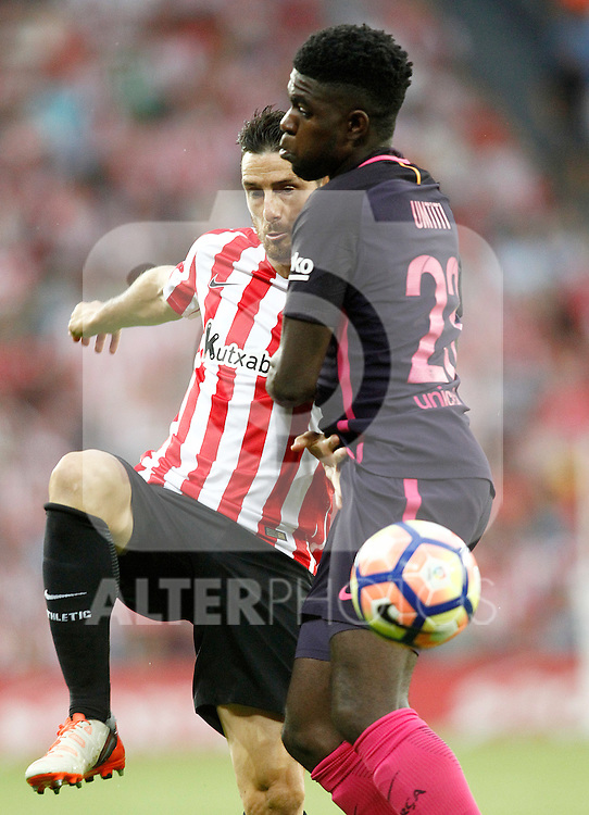 Athletic de Bilbao's Aritz Aduriz (l) and FC Barcelona's Samuel Umtiti during La Liga match. August 28,2016. (ALTERPHOTOS/Acero)