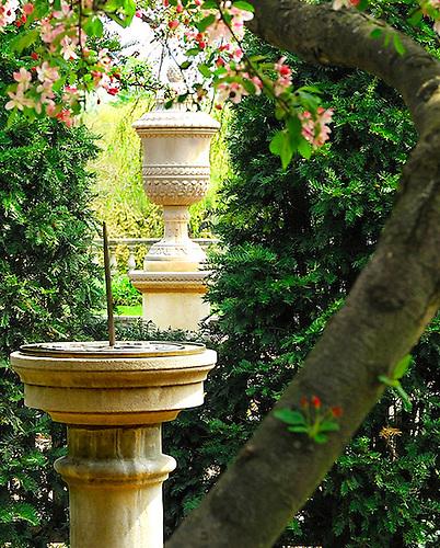 Sun Dial at the Botanic Gardens