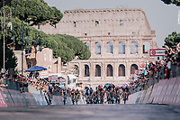 Sam Bennett (IRL/Bora-Hansgrohe) sprinting against Elia Viviani (ITA/Quick Step Floors) in the final meters of the Giro in Rome in front of the majestic Colosseum<br /> <br /> stage 21: Roma - Roma (115km)<br /> 101th Giro d'Italia 2018
