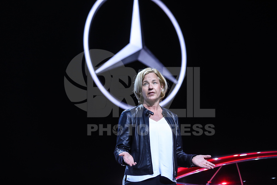 NEW YORK, EUA, 12.04.2017 - AUTOMÓVEL-NEW YORK -  Britta Seeger presidente de marketing da Mercedes Bens fala durante o New York Internacional Auto Show no Javits Center na cidade de New York nesta quarta-feira, 12. O evento é aberto ao público do dia 14 à 23 de abril de 2017  .(Foto: Vanessa Carvalho/Brazil Photo Press)