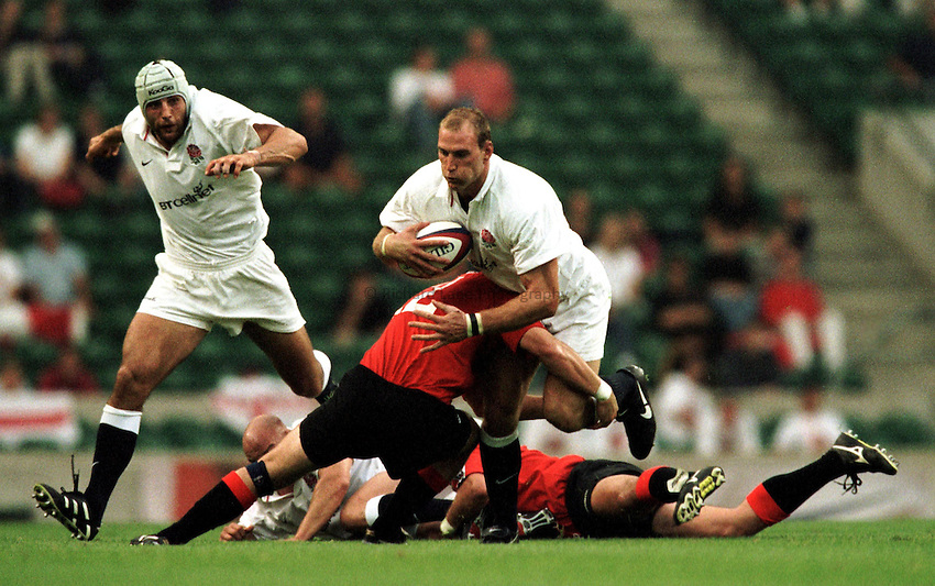 Photo. Richard Lane.England v Canada. 28/8/99..Lawrence Dallaglio takes the ball up field.