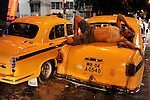 INDIA West Bengal, Kolkata, yellow cab HM Ambassador, the car is still produced new at Hindmotor factory after license of Oxford Morris  / INDIEN Westbengalen Kalkutta, Taxi HM Ambassador, der HM Ambassador laeuft heute noch neu nach Vorlage des Oxford Morris bei HM Hindustan Motors vom Band