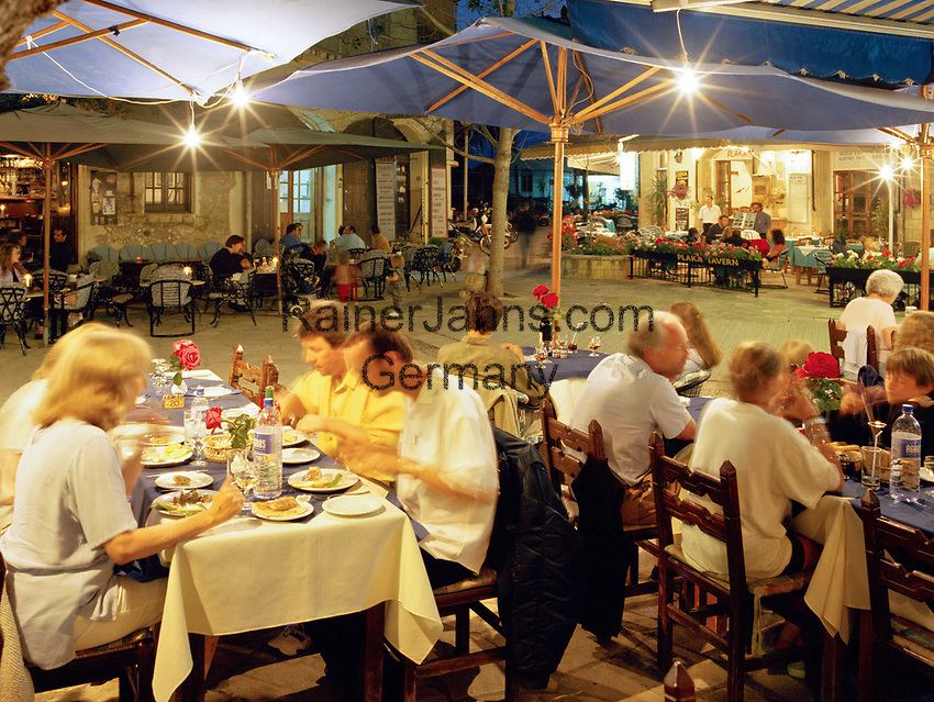 ZYPERN, Sued-Zypern, Polis: Restaurants auf dem Main Square | CYPRUS, South-Cyprus, Polis: Dining in Main Square