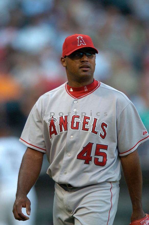 Kelvim Escobar, of the Los Angeles Angels, in aciton against the Chicago White Sox on August 7, 2006 in Chicago...Angels win 6-3..David Durochik / SportPics