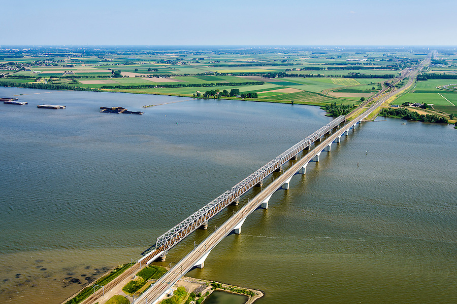 Nederland, Zuid-Holland, Hollandsch Diep 10-06-2015; Moerdijkbruggen over Hollandsch Diep. Spoorbruggen naar Brabant.<br /> Bridges across Hollands Diep, motorway and two railway bridges.<br /> luchtfoto (toeslag op standard tarieven);<br /> aerial photo (additional fee required);<br /> copyright foto/photo Siebe Swart