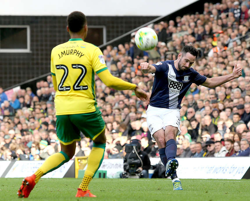 Preston North End's Greg Cunningham gets a cross in past Norwich City's Jacob Murphy<br /> <br /> Photographer David Shipman/CameraSport<br /> <br /> The EFL Sky Bet Championship - Norwich City v Preston North End - Saturday 22nd October 2016 - Carrow Road - Norwich<br /> <br /> World Copyright &copy; 2016 CameraSport. All rights reserved. 43 Linden Ave. Countesthorpe. Leicester. England. LE8 5PG - Tel: +44 (0) 116 277 4147 - admin@camerasport.com - www.camerasport.com
