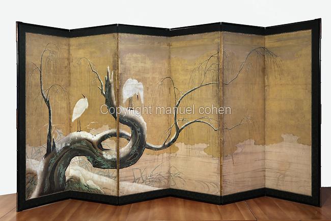 """Herons sur un saule enneige"" (herons on a snowy willow tree), paravent à six volets, Ecole Kano, Epoque Edo, fin du XVIIe siecle, Musee Guimet, Paris, France. Photo Manuel Cohen..""Herons on a snowy willow tree"" (Herons sur un saule enneige), six sections screen, Kano school, Edo period, late 17th century, Mus©e Guimet, Paris, France. Picture Manuel Cohen"