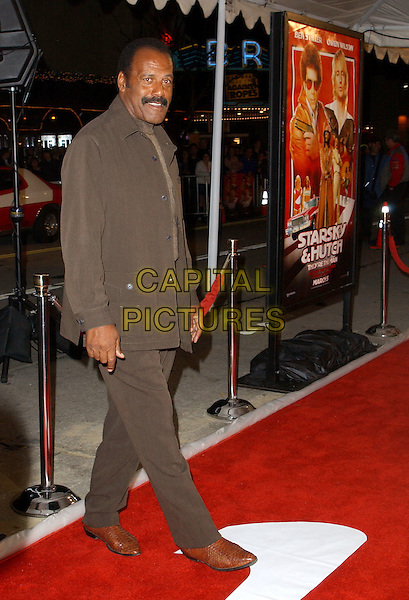 FRED WILLIAMSON.World Premiere of Warner Brother's Starsky & Hutch held at The Mann Village Theatre in Westwood, California .26 February 2004 .*UK Sales Only*.full length, full-length, brown suit.www.capitalpictures.com.sales@capitalpictures.com.©Capital Pictures.