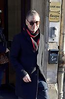 Etienne DAHO devant les studios de la radio Europe 1 - 22/11/2017 - Paris - France