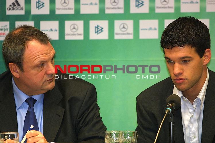 WM - Relegationsspiel<br /> Deutschland - Ukraine in Dortmund 4:1<br /> <br /> Michael Ballack bei der Presskonferenz nach dem Spiel<br /> <br /> [Foto &copy; nordphoto -  Foto ist honorarpflichtig! zzgl. gesetzl. MwSt.<br />  Belegexemplar erforderlich<br /> Adresse: nordphoto<br /> Georg-Reinke-Strasse 1<br /> 49377 Vechta