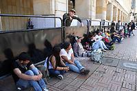 BOGOTA -COLOMBIA. 23-05-2014. Siguen los desplazados en la plaza de Bolivar en visperas de las  elecciones para la presidencia  de la Republica de Colombia .  /  Remain displaced in Bolivar Square on the eve of the elections for the presidency of the Republic of Colombia. Photo: VizzorImage/ Felipe Caicedo