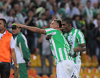 MEDELLIN- COLOMBIA - 13-02-2014: Edwin Cardona jugador del Atletico Nacional de Colombia, celebra el gol durante partido entre Atletico Nacional y Newell´s Old Boys de la segunda fase, grupo 6, de la Copa Bridgestone Libertadores en el estadio Atanasio Girardot, de la ciudad de Medellin.   / Edwin Cardona player of Atletico Nacional of Colombia, celebrates a goal scored during a match between Atletico Nacional and Newell´s Old Boys for the second phase, group 4, of the Copa Bridgestone Libertadores in the Atanasio Girardot stadium in Medellin city. Photo: VizzorImage / Luis Rios / Str.