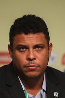 ATENCAIO EDITOR FOTO EMBARGADA PARA VEICULO INTERNACIONAL - SAO PAULO, SP, 28 DE NOVEMBRO 2012 - COLETIVA FIFA - ex jogador Ronaldo durante coletiva da FIFA edo Comitê Organizador da Copa do Mundo (COL) na tarde desta quarta-feira, 28 na regiao norte da capital paulista. FOTO: VANESSA CARVALHO BRAZIL PHOTO PRESS.