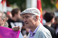 """Ueber 1.000 Rechtsextreme aus mehreren Bundeslaendern demonstrieren am Samstag den 19. August 2017 in Berlin zum Gedenken an den Hitler-Stellvertreter Rudolf Hess.<br /> Rudolf Hess hatte am 17. August 1987 im Alliierten Kriegsverbrechergefaengnis in Berlin Spandau Selbstmord begangen. Seitdem marschieren Rechtsextremisten am Wochenende nach dem Todestag mit sog. """"Hess-Maerschen"""".<br /> Weit ueber 1.000 Menschen protestierten gegen den Aufmarsch der Rechtsextremisten und stoppten den Hess-Marsch nach 300 Metern mit Sitzblockaden. Der rechtsextreme Aufmarsch wurde daraufhin von der Polizei umgeleitet.<br /> Aus dem Aufmarsch wurden mehrfach Gegendemonstranten angegriffen, mindestens ein Neonazi wurde festgenommen.<br /> Im Bild: Prof. Heinrich Fink, ehem. Direktor der Berliner Humboldt-Universitaet.<br /> 19.8.2017, Berlin<br /> Copyright: Christian-Ditsch.de<br /> [Inhaltsveraendernde Manipulation des Fotos nur nach ausdruecklicher Genehmigung des Fotografen. Vereinbarungen ueber Abtretung von Persoenlichkeitsrechten/Model Release der abgebildeten Person/Personen liegen nicht vor. NO MODEL RELEASE! Nur fuer Redaktionelle Zwecke. Don't publish without copyright Christian-Ditsch.de, Veroeffentlichung nur mit Fotografennennung, sowie gegen Honorar, MwSt. und Beleg. Konto: I N G - D i B a, IBAN DE58500105175400192269, BIC INGDDEFFXXX, Kontakt: post@christian-ditsch.de<br /> Bei der Bearbeitung der Dateiinformationen darf die Urheberkennzeichnung in den EXIF- und  IPTC-Daten nicht entfernt werden, diese sind in digitalen Medien nach §95c UrhG rechtlich geschuetzt. Der Urhebervermerk wird gemaess §13 UrhG verlangt.]"""
