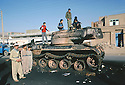 Iran 1979.Mahabad: Enfants jouant sur un tank detruit par les peshmergas.Iran 1979.Mahabad: Children playing on a tank destroyed by peshmergas fighting pasdarans
