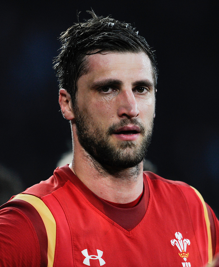 Wales' Luke Charteris dejected at the final whistle<br /> <br /> Photographer Ashley Western/CameraSport<br /> <br /> International Rugby Union - RBS 6 Nations Championships 2016 - England v Wales - Saturday 12th March 2016 - Twickenham - London<br /> &copy; CameraSport - 43 Linden Ave. Countesthorpe. Leicester. England. LE8 5PG - Tel: +44 (0) 116 277 4147 - admin@camerasport.com - www.camerasport.com