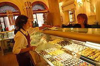 """Gran Caffè Schenardi è uno storico locale situato in un palazzo del XIX secolo..Nato come «Fondaco dei Chigi» nel 1482, divenne dal dopoguerra e fino agli Anni 90 caffè ritrovo di scrittori e artisti. .Gran Caffè Schenardi is a historic restaurant located in a building of the nineteenth century. Born as """"Fondaco of Chigi"""" in 1482, became in the post-war years and up to '90,  meeting point of writers and artists...."""