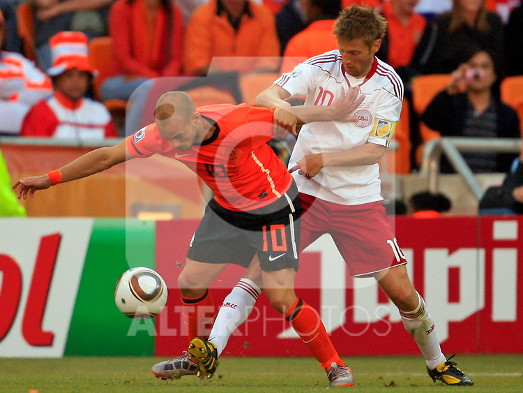 Wesley Sneijder and Martin Jorgensen (R) Soccer Football - 2010 FIFA World Cup - Group E - Netherlands v Denmark Johannesburg Soccer City Stadium South Africa, Monday, June 14, 2010.
