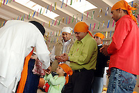 COMUNITA' SIKH NELLA FOTO UN BAMBINO DURANTE LA PREGHIERA GENTE BORGO SAN GIACOMO 06/05/2007 FOTO MATTEO BIATTA<br /> <br /> SIKH COMMUNITY IN THE PICTURE A CHILD DURING THE PRAYER PEOPLE BORGO SAN GIACOMO 06/05/2007 PHOTO BY MATTEO BIATTA