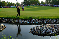 Danny Willett (ENG) on the 18th during the final round of the DP World Tour Championship, Jumeirah Golf Estates, Dubai, United Arab Emirates. 18/11/2018<br />