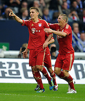 FUSSBALL   1. BUNDESLIGA   SAISON 2011/2012    6. SPIELTAG FC Schalke 04 - FC Bayern Muenchen                       18.09.2011 Jubel nach dem 0:1: Torschuetze Nils PETERSEN und Bastian SCHWEINSTEIGER (v.l., beide Bayern)