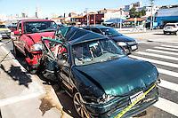 SAO PAULO, SP 18 de julho 2013-Um acidente entre dois carro deixo uma pessoa presa nas ferragens na Av Ricardo Jafet com Rua Paulo Bregarro no Bairro do Cambuci centro de Sao Paulo, a vitima foi levado ao Ps da Regiao. ADRIANO LIMA / BRAZIL PHOTO PRESS).
