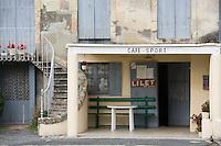 Europe/France/Aquitaine/33/Gironde/Saint-Christoly-Médoc :détail petit bar sur le port sur la Gironde
