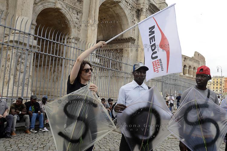 """Roma, 20 Giugno 2015<br /> Giornata internazionale del rifugiato<br /> Manifestazione al Colosseo """"Fermiamo la strage subito""""<br /> per chiedere diritti per tutti,  e che vengano protette le persone,  non i confini.<br /> Medici per i diritti Umani<br /> Rome, 20 June 2015<br /> International Day of Refugees<br /> Event at the Colosseum """"Stop the massacre immediately""""<br /> ask for rights for all, and that people are protected, not the borders."""