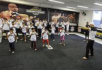 SAO PAULO, SP, 11 JUNHO 2013 - MMA JUNIOR CIGANO SP - O lutador de MMA, Junior 'Cigano' dos Santos, treina crianças do Centro de Crianças e Adolescentes, CCA Tatuapé, CASP Nosso Lar, do Centro Social Nossa Senhora do Bom Parto, CEC Cristo Rei e da Escola Estadual de Ensino Fundamental Professora Benedita Ribas F. Silvera no Parque São Jorge, sede do Corinthians, na zona leste de São Paulo, na tarde desta terça-feira (11). (Foto: William Volcov / Brazil Photo Press).