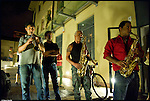 Turismo in Barriera. Concerto spontaneo guidato da Luca Morino in giro per il quartiere di Barriera di Milano. Qui nel condominio Loft 900. Giugno 2012