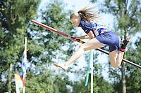 FIERLJEPPEN: GRIJPSKERK: 27-08-2016, Nederlands Kampioenschap Fierljeppen/Polsstokverspringen, Sigrid Bokma wint bij de meisjes met 14.82 meter, ©foto Martin de Jong