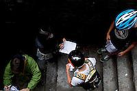 Milano 13 Ottobre: si è svolta sabato l'Alleycat race, la gara in bici ispirata ai pony express. Nella foto i partecipanti ad un check-point