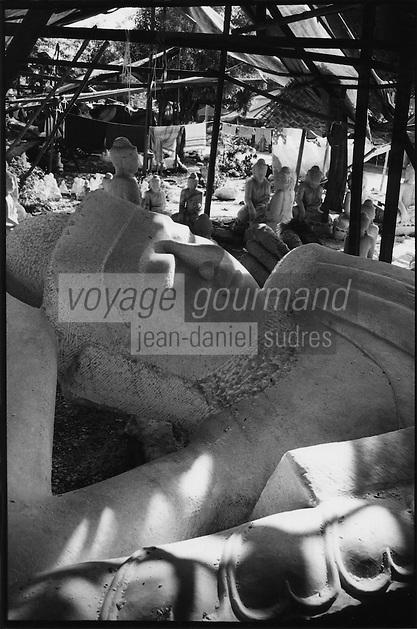 Asie/Birmanie/Myanmar/Haute Birmanie/Mandalay: Atelier sculpteurs de pierre - Statue de Bouddha